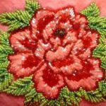 krasnyj-cvetok-vyshivka-biserom