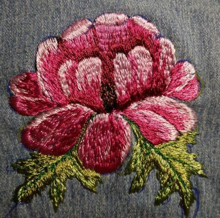 vyshivka-roza-na-shvejnoj-mashinke