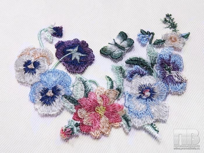 cvety-vyshitye-cvetnoj-gladyu-na-setke